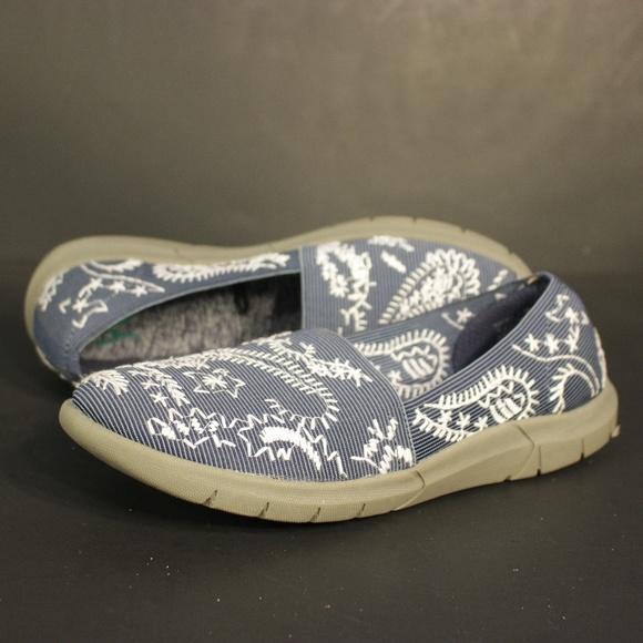 805b7e107e80d Yuu Slip On Shoes Womens Krishna Blue Gray Comfort.  M 5bde57a70cb5aa2f091d1021